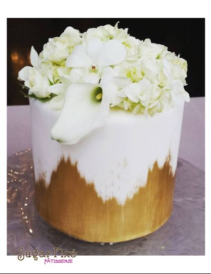 800x800 1471120963275 single tier gold brush fresh floral cake
