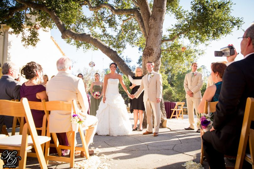 Wedding by the big tree