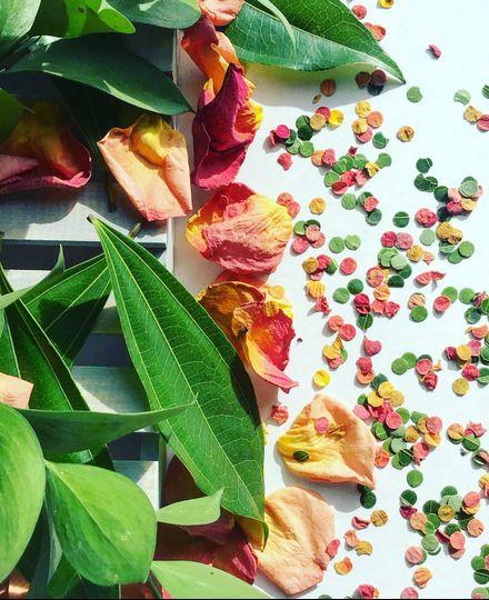 Leaf & flower confetti