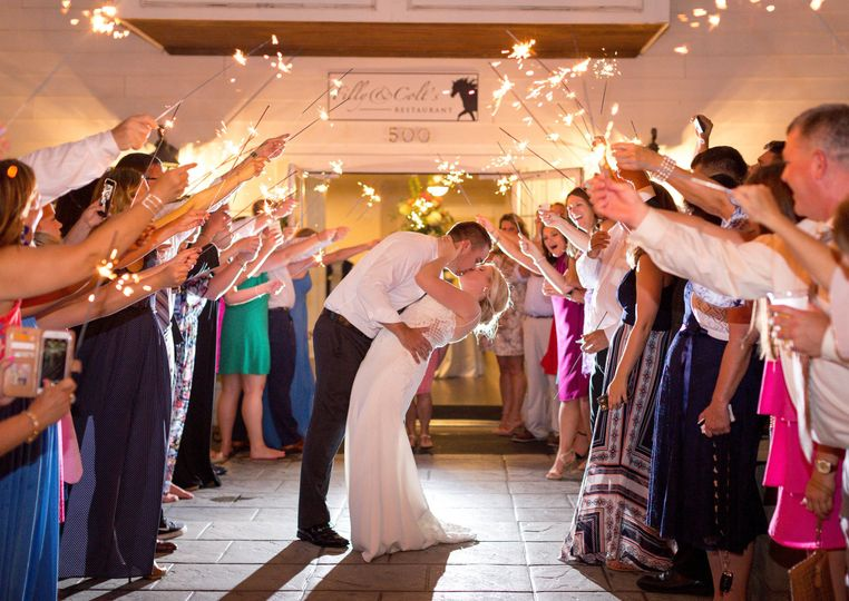 Guests celebrate newlyweds | Brynn Daurity Photography