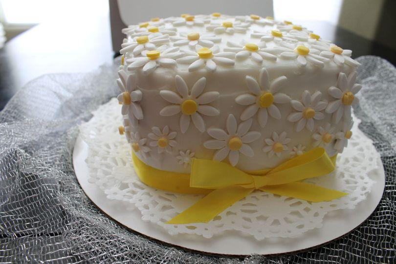 1febd06de6a36228 daisy cake 001
