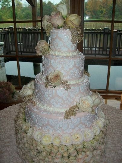 patisserie roses wedding cake