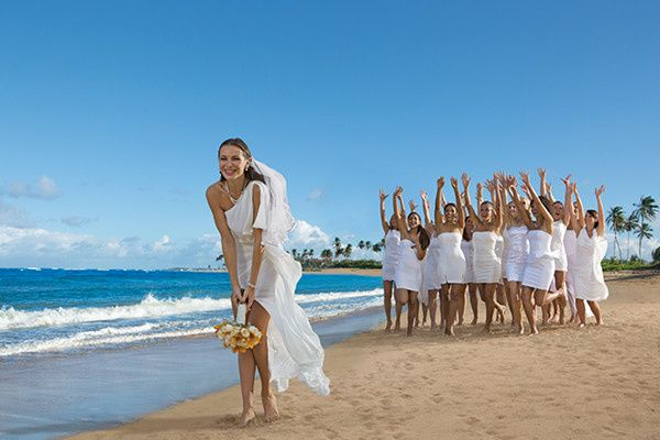 Bouquet toss at the beach