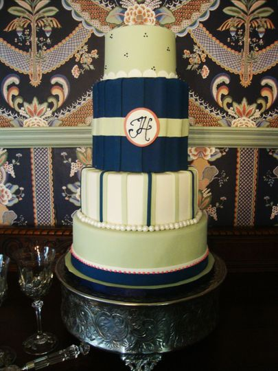 A unique and illustrious 4 tiered wedding cake