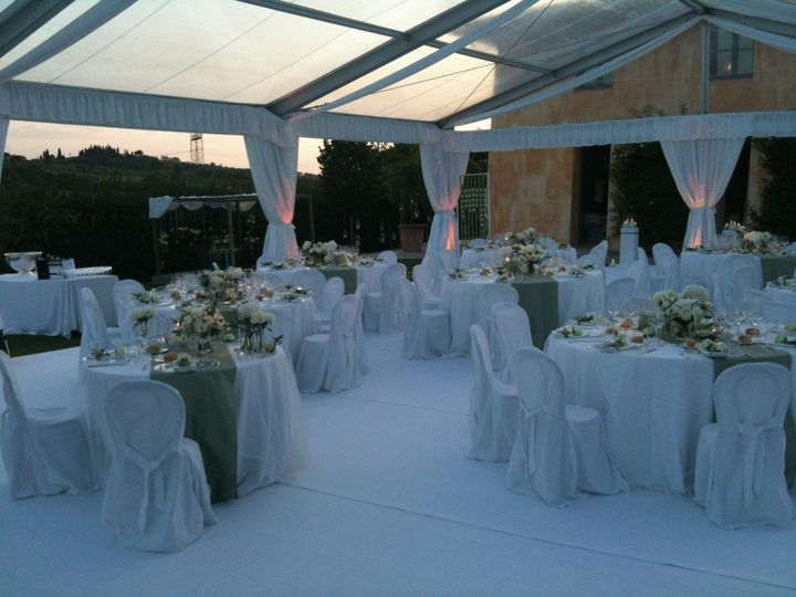 a fabulous setting in the Tuscan hills. We made the party started till late here!