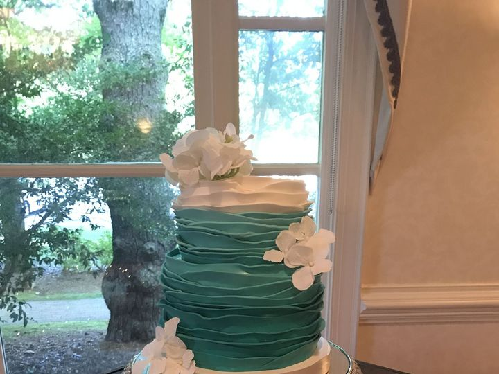 Tmx 1516457972 304f97e8645d8b49 1516457970 465bd3abd380664c 1516457945862 19 Image2 1 High Point wedding cake