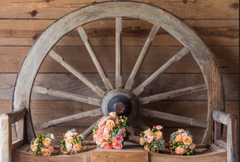 Wagon Wheel Seat for Bride and