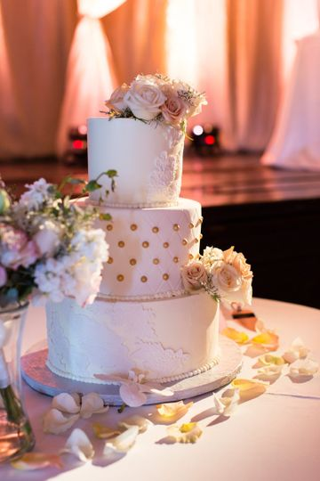 Wedding cake w/ lace&quilting