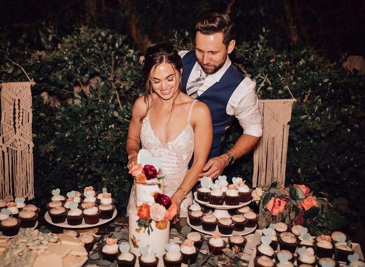 Petite Wedding Cake & Cupcakes