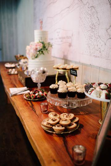 Rustic Wedding Cake & Desserts