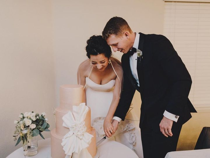 Tmx 44585990 2051501201574622 5237677063732723712 O 51 914555 Canyon Country wedding cake