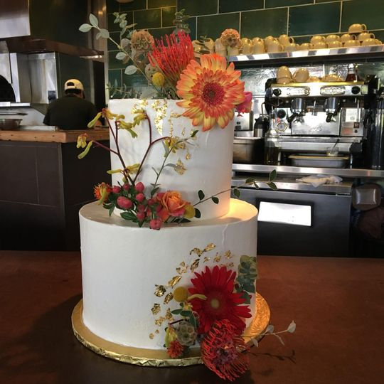 Floral two-tier beauty