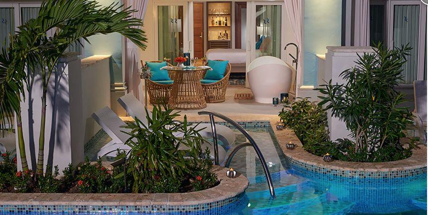Swim-up Luxury