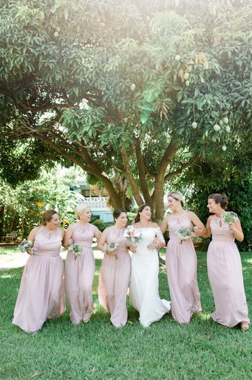 83b275edbfbd2c1d 1534298405 cac3543886298913 1534298369843 10 bridesmaids at ri