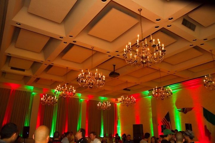 Red and green uplighting