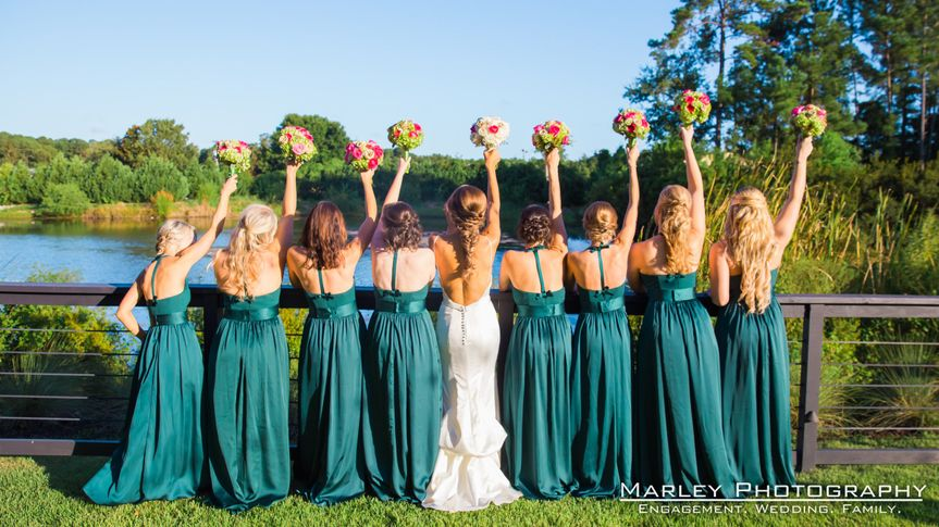 800x800 1481726362885 holler 224 bride and gals with bouquets