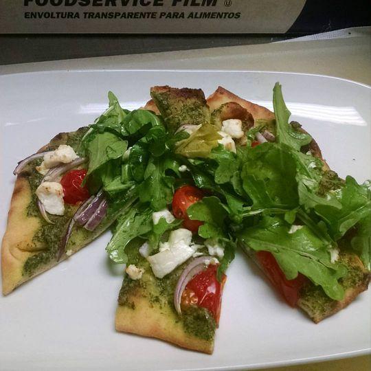 Naan Pizza w/Pesto & Chevre