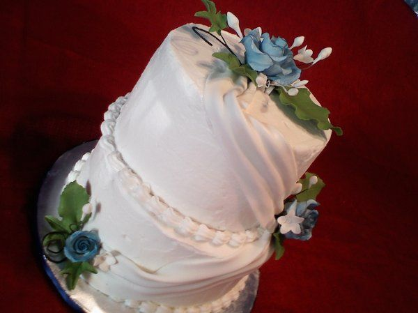 2 Tiers white & blue wedding cake