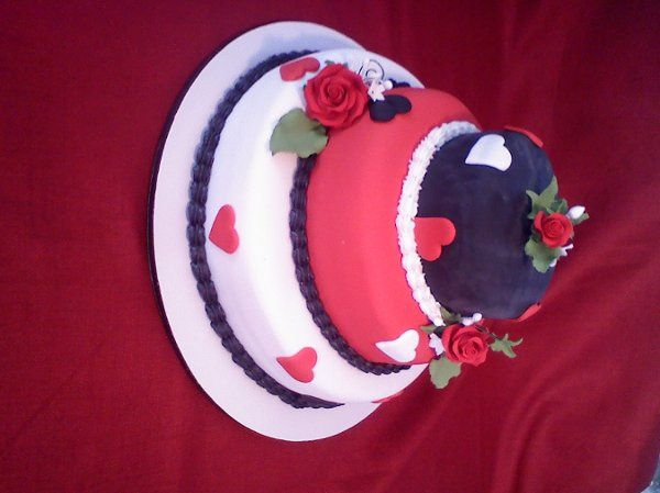 2 Tiers Red White Black Cake