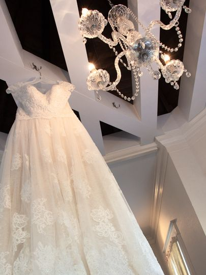 Anna Madison Photography - Wedding gown