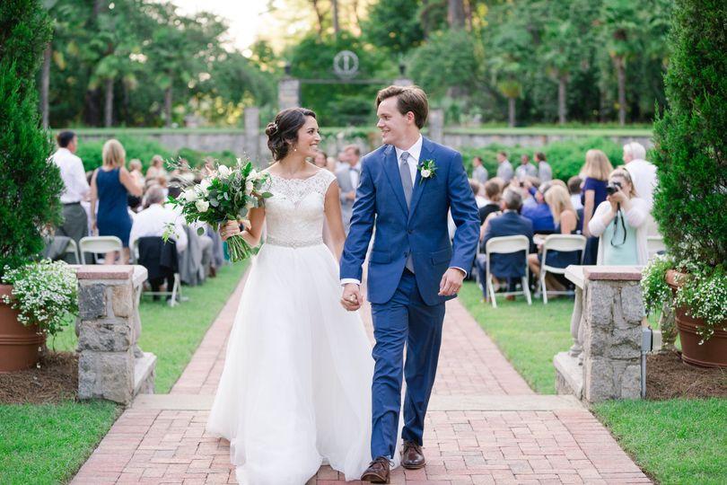 800x800 1481834841356 hannah jeff 0086 - Botanical Garden Wedding