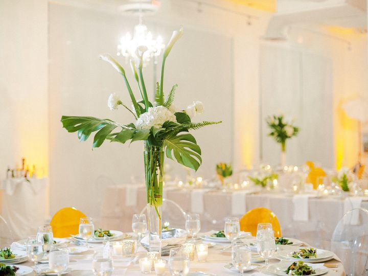 Graceful centerpiece