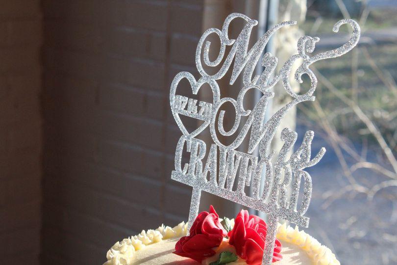 Elegant cake topper