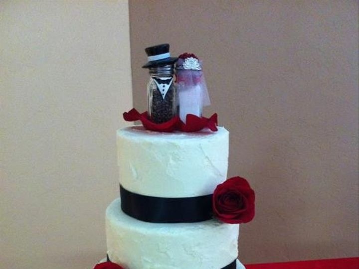 Tmx 1386881756477 Red  Blac Quincy wedding cake