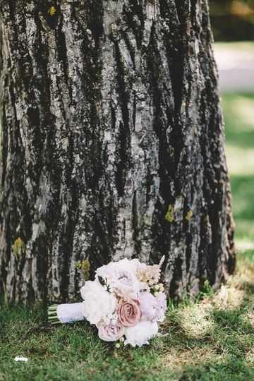 Bouquet by the trunk
