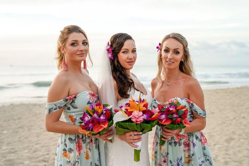 Bride withe bridesmaids