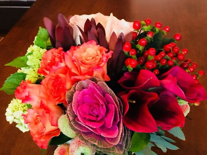 Tmx 1521249773 Efb0aa436f62739b 1521249773 668e1e97b7c43317 1521249774765 4 24774973 172273393 Braintree, MA wedding florist