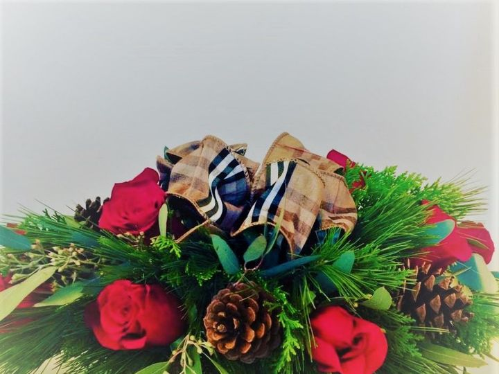 Tmx 1521249788 9ab4569758472ecb 1521249788 57803828fe0d7448 1521249789865 8 Christmas   Tradit Braintree, MA wedding florist