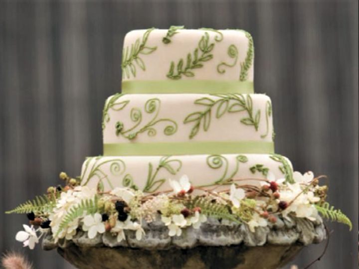 Tmx Green Cake 2 Edited 51 138065 Waterbury Center, VT wedding cake