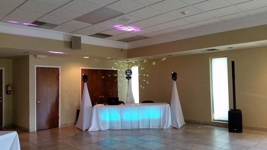 50a534638f9f7393 1511901358391 collier wedding setup