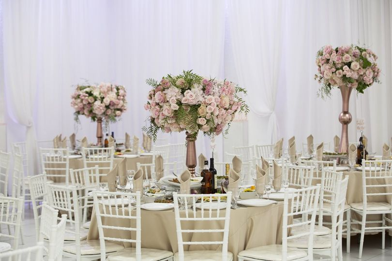 ql table decor stock cream chiavari chairs 51 1046165