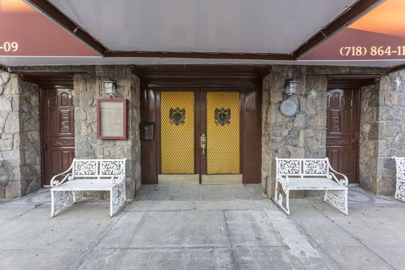 Queens luxe front entrance