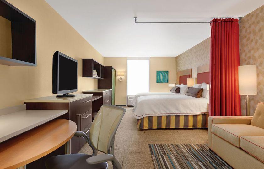 studio suite two queen beds