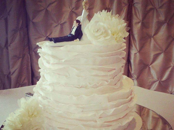 Tmx 1475165595846 F1d551f19da280b6ddfc9296d793766e Jeffersonville wedding cake