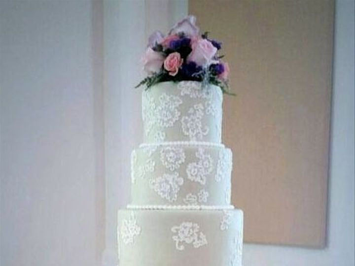 Tmx 1516917661 Cbb0a6b6e40ea66e 1516917660 A823ce8d059e1266 1516917661092 4 Web7 Fuquay Varina, North Carolina wedding cake