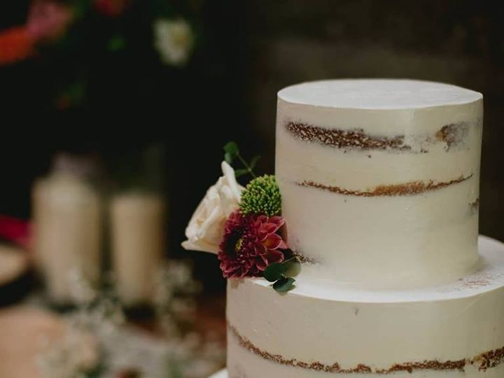 Tmx 42119646 10104384712343535 5474630645676244992 N 51 931265 Fuquay Varina, North Carolina wedding cake