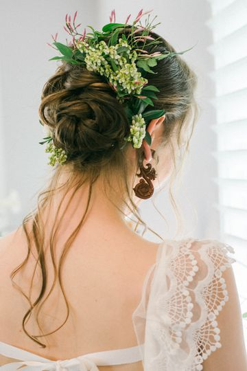 Pieris flower hairpiece - Royal Bee Florals and Events