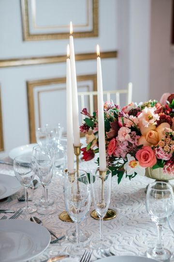 Beautiful table settings with our partners