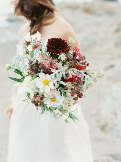 Pale with dark accents for this romantic bouquet