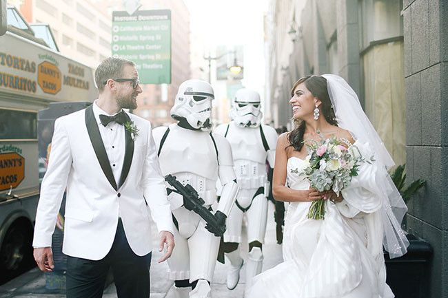 ea92eaa8d2a63f6e 1459810449213 starwars wedding 16