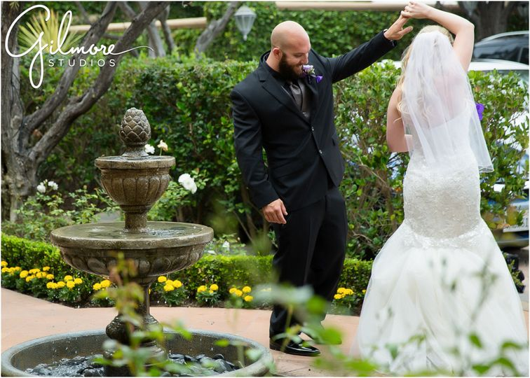 blog10 wedding photo in laguna beach first look gl