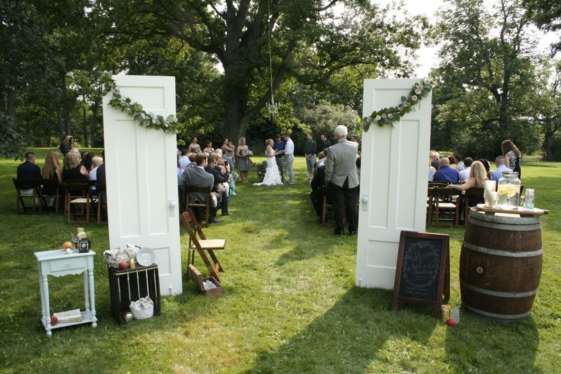 Wedding ceremony under the oak tree