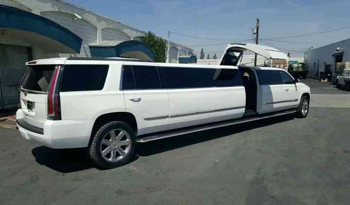 Avanti Limousines & Airport Transportation