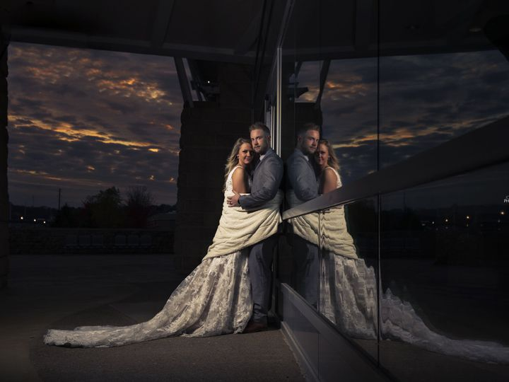 Tmx 1515254437 Af2224c65c570415 1515254432 57d2527e89a1c112 1515254412591 2 0D1A1043f Dubuque, Iowa wedding photography