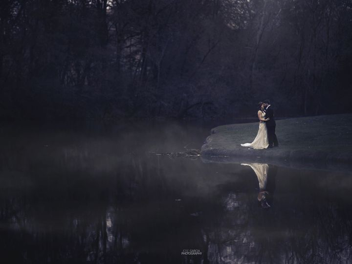 Tmx 1515720423 236e9ee90adeb532 1515720417 892cfc5e5cafbc8e 1515720392396 4 0D1A2504e4 Dubuque, Iowa wedding photography