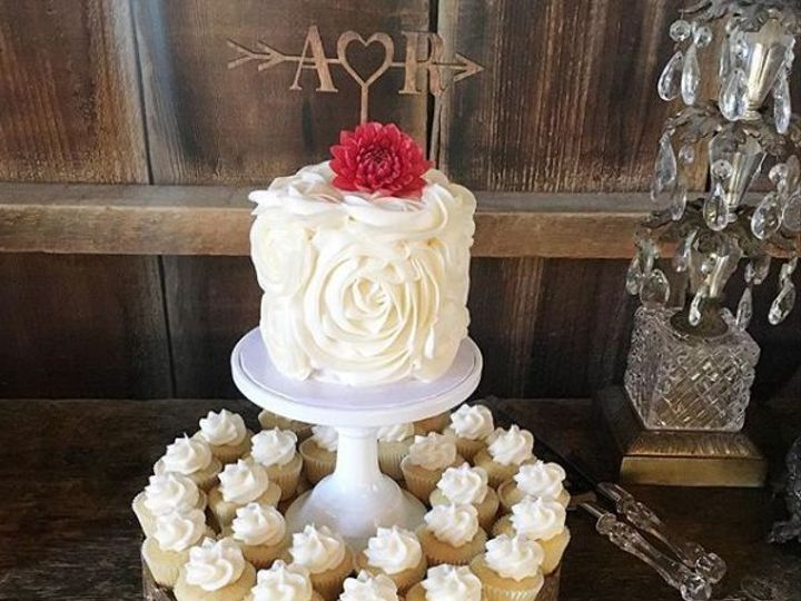Tmx 1520541286 B22aaa5cf92af34e 1520541285 E5cd4fb5942bf52e 1520541282554 10 Random Rose Los Olivos wedding cake